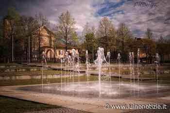 Le fontanelle del Parco a Lago e la Chiesa del Carmine, la foto è di Delia Ilona Ciocoiu - Luino Notizie