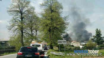 Incendio a Borgo Ticino, in fiamme una casa: traffico in tilt sulla statale - NovaraToday
