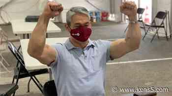 Mayor Nirenberg flexes after getting first dose of coronavirus vaccine at Alamodome - KENS5.com