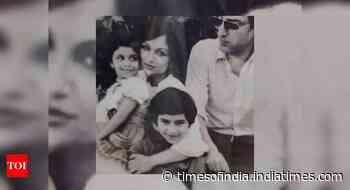 RARE CLICKS! Saif, Soha & Saba with parents