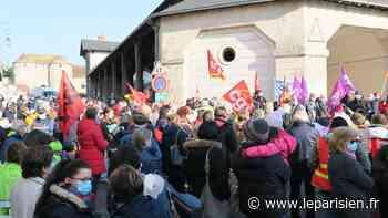 Dourdan : près de 200 personnes manifestent pour sauver le service pédiatrie de l'hôpital - Le Parisien