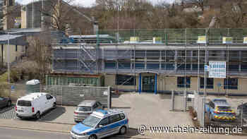 Polizei hinter Gittern: Flachdach des Gebäudes der Inspektion Westerburg wird saniert - Rhein-Zeitung