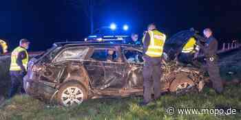 Er war wohl viel zu schnell: Bei Unfall: Auto überschlägt sich – Fahrer in Lebensgefahr - Hamburger Morgenpost