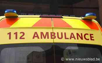 Motard zwaargewond na botsing met wagen: bestuurster werd waarschijnlijk verblind door opgaande zon