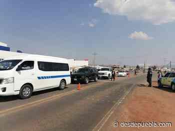 Fotonota: Carretera Tlaxco-Chignahuapan con problemas de circulación a la altura del Centro de Salud por la vacunación de adultos mayores - desdepuebla.com - DesdePuebla