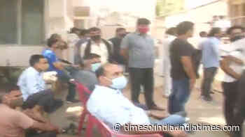 Covid-19: Long queues, shortage of oxygen create chaos in Bengaluru and Patna