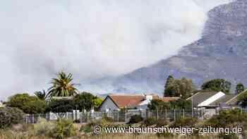 Südafrika: Flammen zerstören Flächen des Tafelbergs in Kapstadt