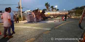 Vuelca tractocamión con pipas de turbosina en Tehuantepec - El Imparcial de Oaxaca