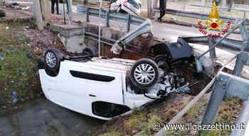 Santa Maria di Sala, incidente fra due auto oggi, una finisce rovesciata nel canale. Due feriti Foto - Il Gazzettino