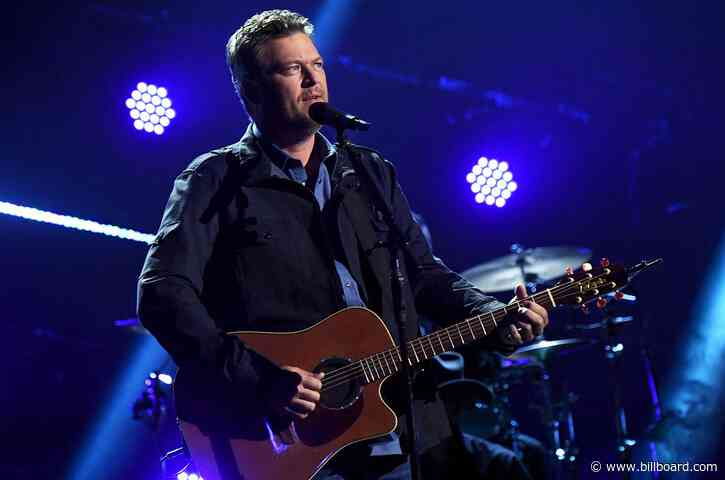 Blake Shelton Revisits His 2001 Debut Single 'Austin' at the 2021 ACM Awards