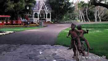 Überbleibsel von Neverland Ranch: Michael Jacksons Statuen unterm Hammer