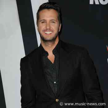 Luke Bryan wins Entertainer of the Year again