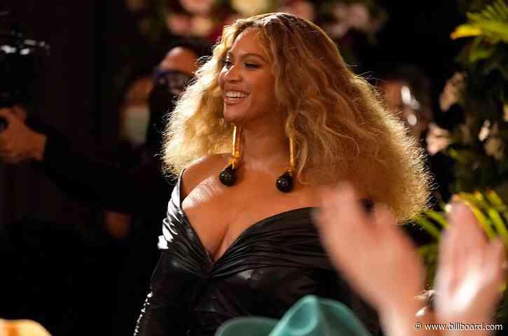 Beyoncé Rocks a Bodycon Minidress While Out With Jay-Z