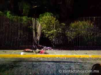 Automovilista deja un boquete en reja del Ojo de Agua - Contacto Hoy