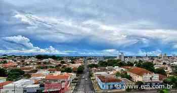 Araguari volta atrás e restringe venda de bebidas e funcionamento de bares - Estado de Minas