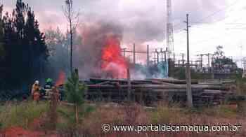 Corpo de Bombeiros de Charqueadas é acionado para combater incêndio atrás da subestação da CEEE, na ERS-401 - Portal de Camaquã