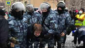 Kurz vor Massenprotesten: Polizei nimmt Nawalny-Helfer fest