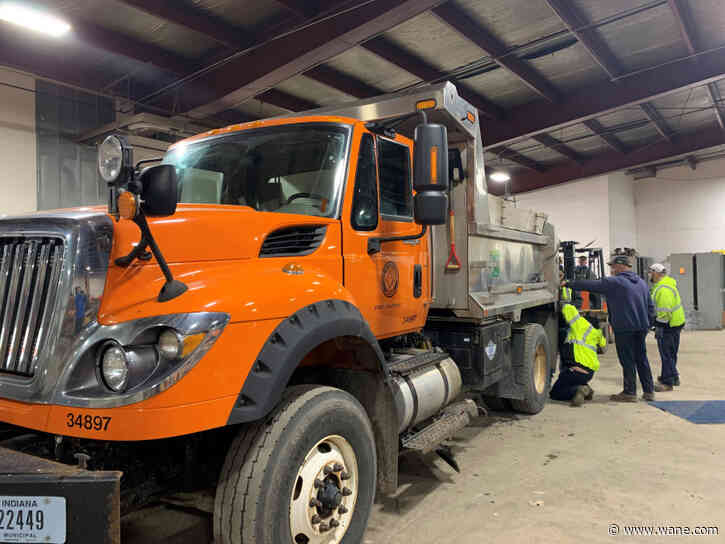 Road crews gear up for anticipated snow