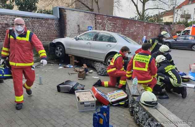 FW-MH: Schwerer Verkehrsunfall mit vier zum Teil Schwerverletzten auf Parkplatz