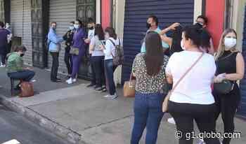 Primeiro dia de reabertura do comércio de Porto Ferreira tem fila na porta das lojas - G1