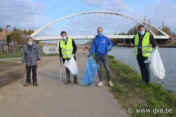 Sjarel raapt elke week acht zakken zwerfvuil langs kanaal - Gazet van Antwerpen