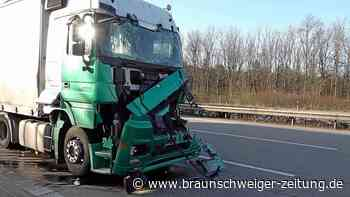 A2 bei Helmstedt: LKW kracht ins Stauende