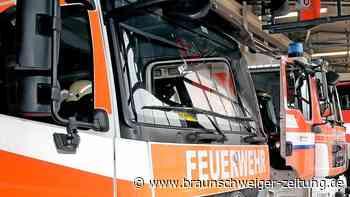 Hedeper: Holz gerät in Brand, Hausfassade wird beschädigt