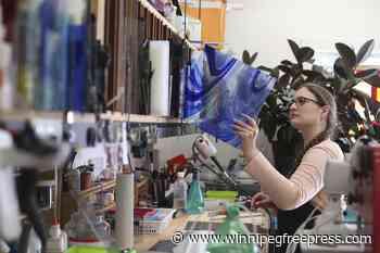 Teulon artisan's glass leaves gain international recognition - Winnipeg Free Press