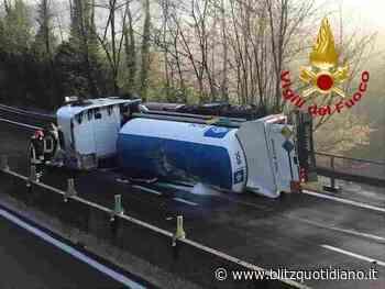 Incidente Atripalda raccordo A3 Avellino-Salerno: si ribalta autocisterna, trasportava ossigeno all'ospedale... - Blitz quotidiano