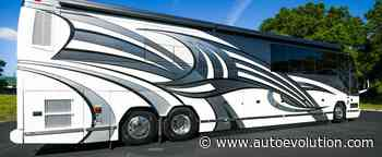 This 2007 Prevost Featherlite H3 45 Is a $500K Landyacht With a Secret Bedroom - autoevolution