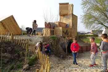 """""""We weten niet waar eerst te spelen"""": basisschool Hofkouter opent speeltuin en daar kan iedereen van meegenieten"""