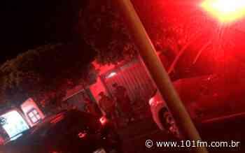 Homem ameaça a própria mãe em Guariba e acaba baleado; Em Jaboticabal, após denúncia, homem é preso no tráfico de drogas - Rádio 101FM