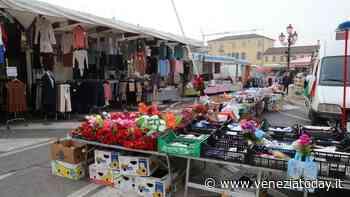 Il mercato a Mirano torna dov'era: banchi mezzo metro indietro, nuovi varchi e sorveglianza - VeneziaToday