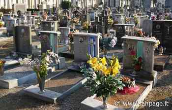 Azzano Decimo, sacchi contenenti resti umani accatastati al cimitero: la denuncia di una coppia - Fanpage.it