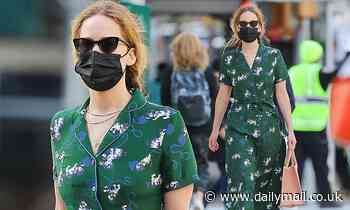 Jennifer Lawrence cuts a solo figure as she steps out in New York - Daily Mail
