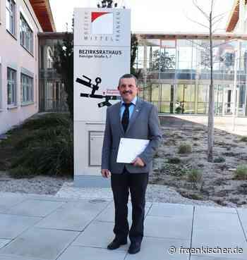 """Triesdorf: Verwaltungsleiter Axel Haag verabschiedet – Bezirkstagspräsident Armin Kroder: """"Sie haben eine tolle Karriere hingelegt"""" - fränkischer.de - fränkischer.de"""