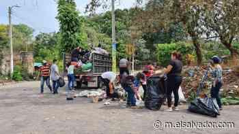 Empleados de alcaldía de Atiquizaya llevan nueve días en suspensión de labores por falta de salarios - elsalvador.com