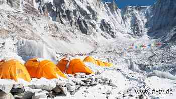 Hubschrauber holt Bergsteiger ab: Corona-Virus erklimmt Mount Everest