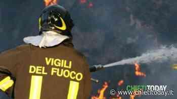 Incendio a Rocca San Giovanni, le fiamme si sono avvicinate ad alcune abitazioni - ChietiToday
