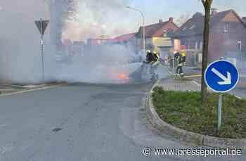 FW Horn-Bad Meinberg: PKW-Brand vor der Feuerwache - Presseportal.de