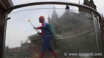 FOTO: Aksi Spider-Man Semprot Disinfektan untuk Tekan Covid-19 di Mumbai - Liputan6.com
