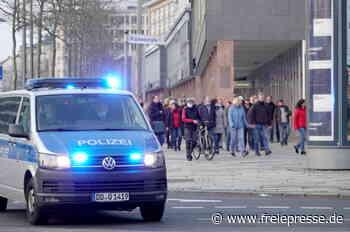 Zahlreiche Corona-Demos am Dienstagabend: Steinwürfe in Freiberg - Freie Presse