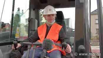 Girls Day in Ottendorf-Okrilla: Wenn 11-Jährige Bagger fahren - MDR