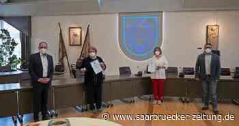 Ingrid Rixecker und Petra Nix vom Café Segen Schiffweiler Bürgermedaille - Saarbrücker Zeitung