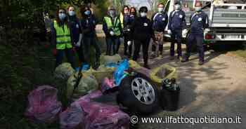"""I volontari di Lonate Pozzolo che in due anni hanno raccolto 52 tonnellate di rifiuti: """"Nei boschi le… - Il Fatto Quotidiano"""