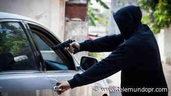 Lo amenazan e intimidan para robarle su carro en Caimito - Telemundo Puerto Rico