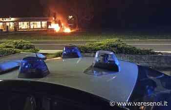 Cuveglio, tre furgoni in fiamme nella notte: donna intossicata dal fumo. Indagano i carabinieri - VareseNoi.it