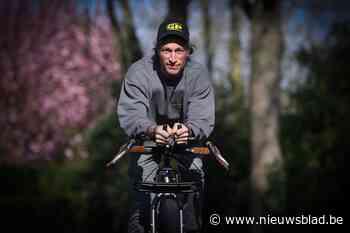 Peltenaar fietst trappen van het Atomium af (en de wereld rond) voor het goede doel