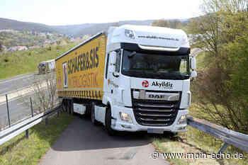 Lastwagen verkeilt sich in Waldaschaff in Leitplanken - Aufwendige Bergungsarbeiten - Main-Echo