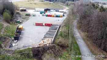 Müll in Naturschutzgebiet bei Schwaiganger: Spaziergänger entdeckt Plastik in Wald - Merkur Online